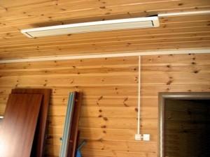 Потолочный обогреватель в деревянном доме