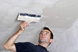 Чем и как штукатурить потолок — советы мастера