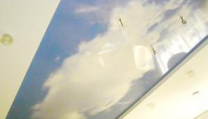 Облачное небо в комнате