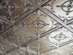 Как поклеить потолочную плитку - проводим поэтапный разбор