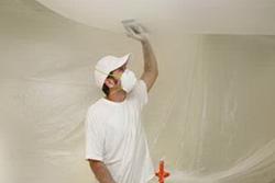 Советы мастера — как самому побелить потолок
